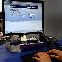 Facebook bo ponudil e-pošto, se Gmailu slabo piše?