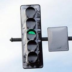 LED semaforji ne topijo snega, pozvročajo nesreče