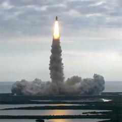 Endeavour se je le odpravil na zadnjo pot v vesolje