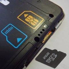 Vse manj telefonov z režami za SD kartice. Jo vaš še ima?