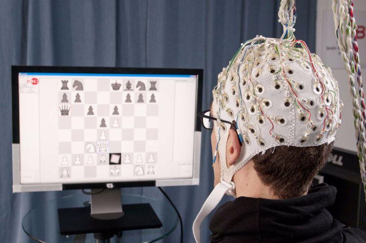 Nevronske čipke bi možganom omogočile povezavo z računalnikom brez zunanjih fizičnih vmesnikov. Vir: WT Vox