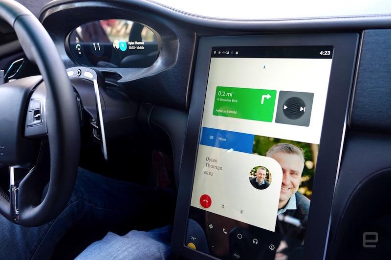 Pričakujemo tudi nekaj izboljšav pri Android Auto, ki bo uporabnikom omogočal lažjo uporabo sistema med vožnjo. Vir: Engadget